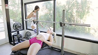 Awesome sporty lesbian Riley Reid never regrets working on twat
