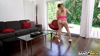 Proud milf housewife shows the right way to fuck hard