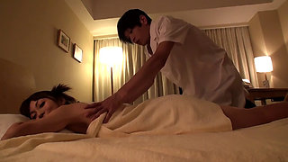 The Massage Parlor Where Housewives Visit Secretly Behind Their Husbands 3