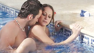 Horny bitch Martina Gold gets her her anus rammed in the pool