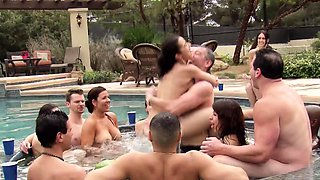 Couple has the hottest pre party sex and bubble bath
