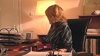 Hot Cougar In Pantyhose Begs For Rectal Sex