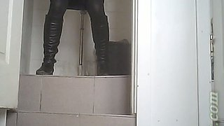 White chick in black boots and pantyhose pisses in the toilet