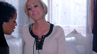Ebony lady treats her patients with healing clit munching