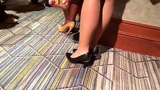 Candid jolie brune in nylons and nice heels