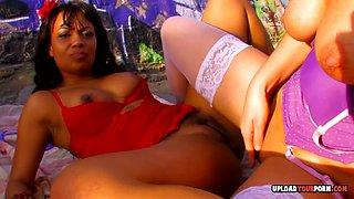 Lesbian babes moan in pleasure while they are eating and fingering