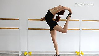 Russian redhead and her absolutely flexible solo adventure