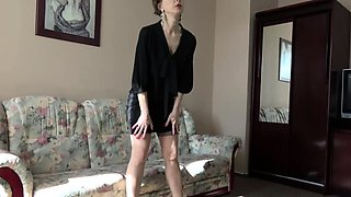 Hairy housewife Wanilianna playing with herself