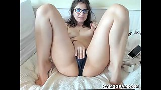 Sensual Nerdy Camgirl Masturbates For Tippers
