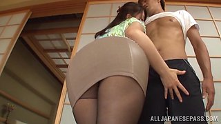 Hot Asian housewife Shiho Tachibana gives great head