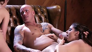 Glam Submissive Babes Fucked In Foursome