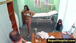 Patient walks in on doctor pussyfucking nurse