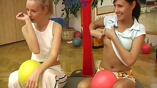 Strip spin the dildo xxx Cindy and Amber nailing each other in the gym