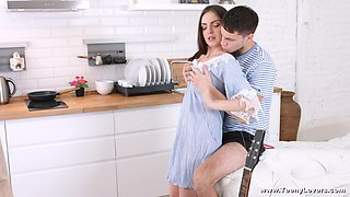 Pretty Kastiel Cherry pleases a friend by banging with him