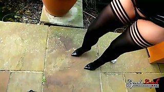 uk housewife milf lyndadressed in latex smoking outside