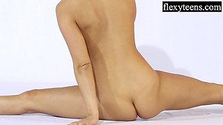 Andreykina performs gymnastics for FlexyTeens