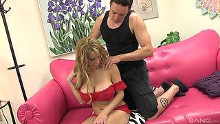 Tattooed guy talks hot Alyssa Lynn into pleasing his stiff cock