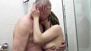 Showering with an old guy she wants in her wet pussy