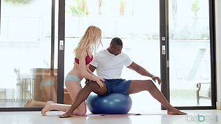 Blonde yoga babe really got her pussy stretched