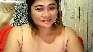 Amateur Filipina MILFie brunette exposed her ugly tits during solo