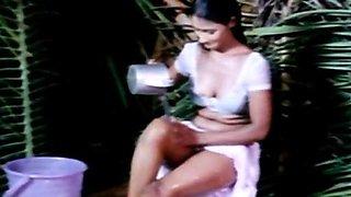 Classic Indian mallu girl hot bath scene from Kaam Waali movie