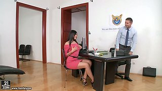 Delicious big bottomed and juggy milf Kitana Lure gets her anus licked and stretched