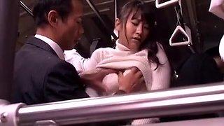 Beaute japonaise se fait baiser dans un bus