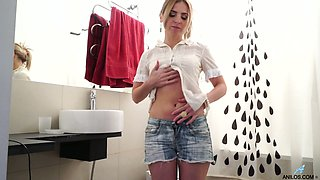 Addicted to sex milf Margarita is masturbating her pussy in the toilet