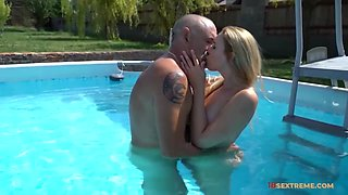 Mature Dude Makes Blonde Babe?s Day