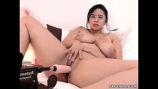 Hottie Curvy Fucked By Sex Machine