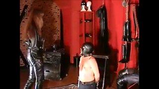 Leather mistress slamping