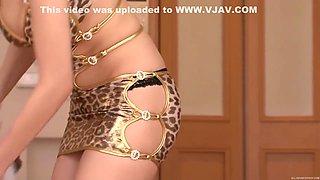 Sexy housewife Julia enjoys deepthroating