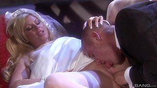 Luxurious blnde bomdshell Ahryan Ashtyn fucks in a wedding dress