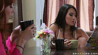 Roommates Asa Akira And Zoe Voss Kiss And Make Up