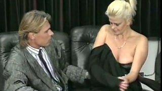 Blonde vintage milf gives head on German retro porn