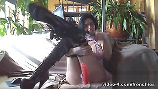Livecam Mistress Bianca Gives Wanking Orders To Slave - KinkyFrenchies